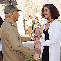 Entre los premios que ha recibido se encuentra la Réplica del Machete de Máximo Gómez.