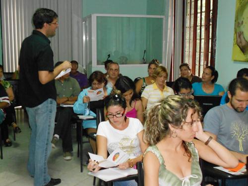 Conferencia deviene presentación de alfabetizador manual