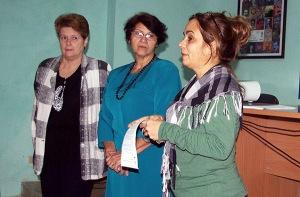 Las profesoras Ela Fernández  y María Luisa García  junto a la Subdirectora Docente del IIPJM, Ileana González en la inauguración del taller.