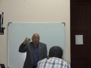 El Dr. Carlos Rodríguez, Vicepresidente de la Academia de Ciencias de Cuba, durante su conferencia