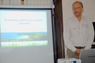conferencia-panameño-500x335