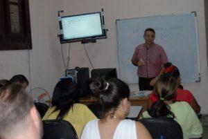 El Doctor en Ciencias Félix Julio Alfonso López, durante la impartición del curso postgrado en el Instituto Internacional de Periodismo José Martí. Foto: Yoandry Avila