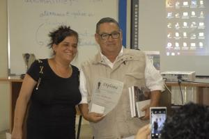 Dra. C. Ana Teresa Badía en la entrega de diplomas a los participantes del curso